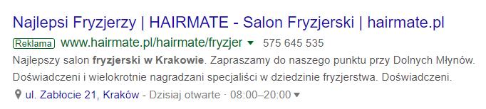 Opis: Przykład reklamy z rozszerzeniami lokalizacji z wyszukiwarki Google.