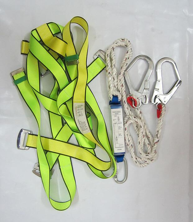 Chi tiết về mặt nạ chống độc 3m và dây đai thợ điện