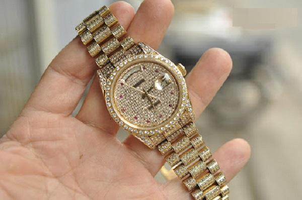 Đồng hồ chế tác kim cương luôn đẹp và thu hút mọi ánh nhìn