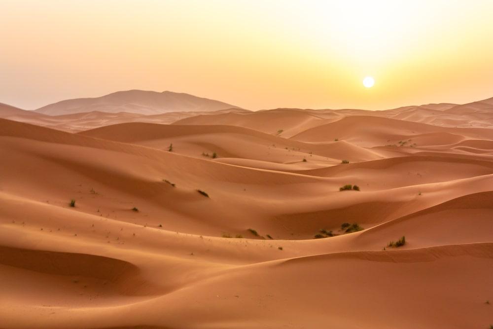 Linhas do Ford Ka são curvas, assim como as dunas. (Fonte: LucVi/Shutterstock)