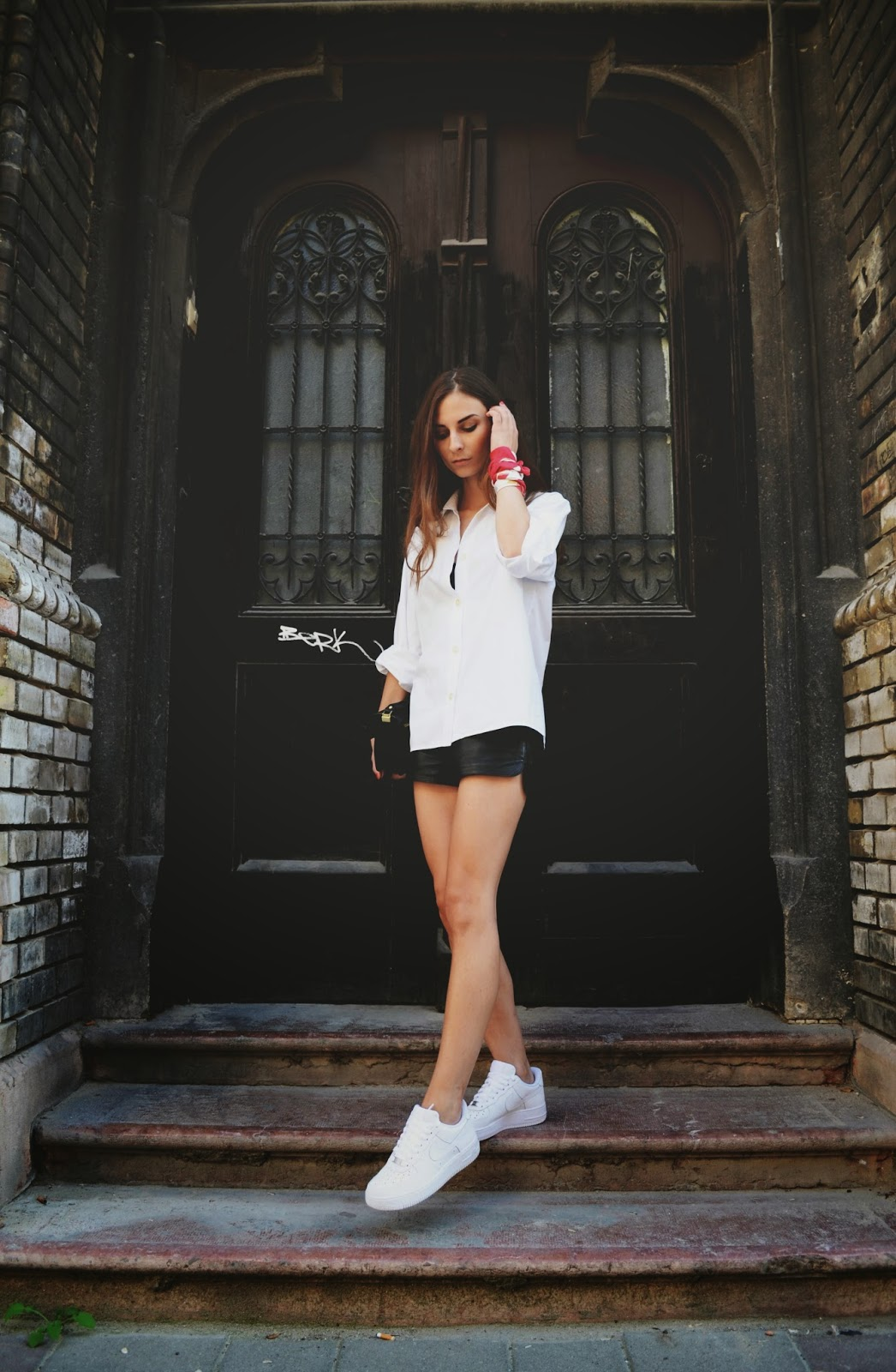 personal style blog venkavision wearing all white nike air force 1 loos white shirt and hm leather shorts 2.JPG
