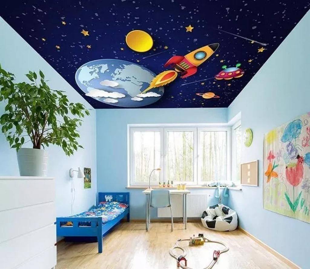 Phòng ngủ có trần họa tiết hành tinh