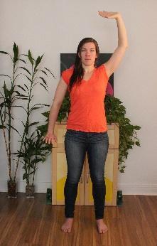Une image contenant plancher, intérieur, mur, femme  Description générée automatiquement