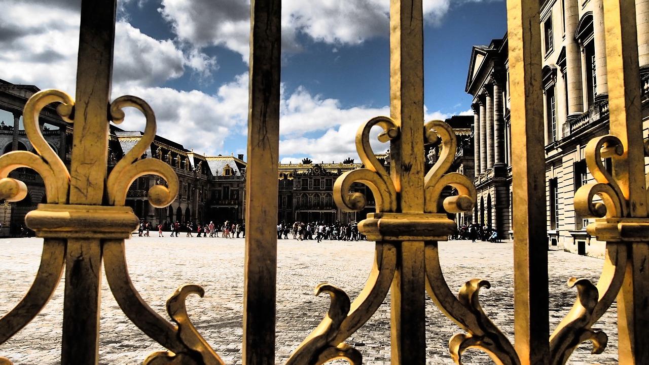 パリを追われる