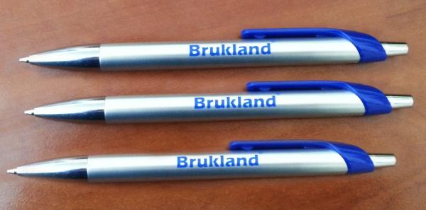 Нанесение на ручки качественных логотиповРекламные ручки с логотипом >>» width=»575″ height=»284″></p> <p dir=
