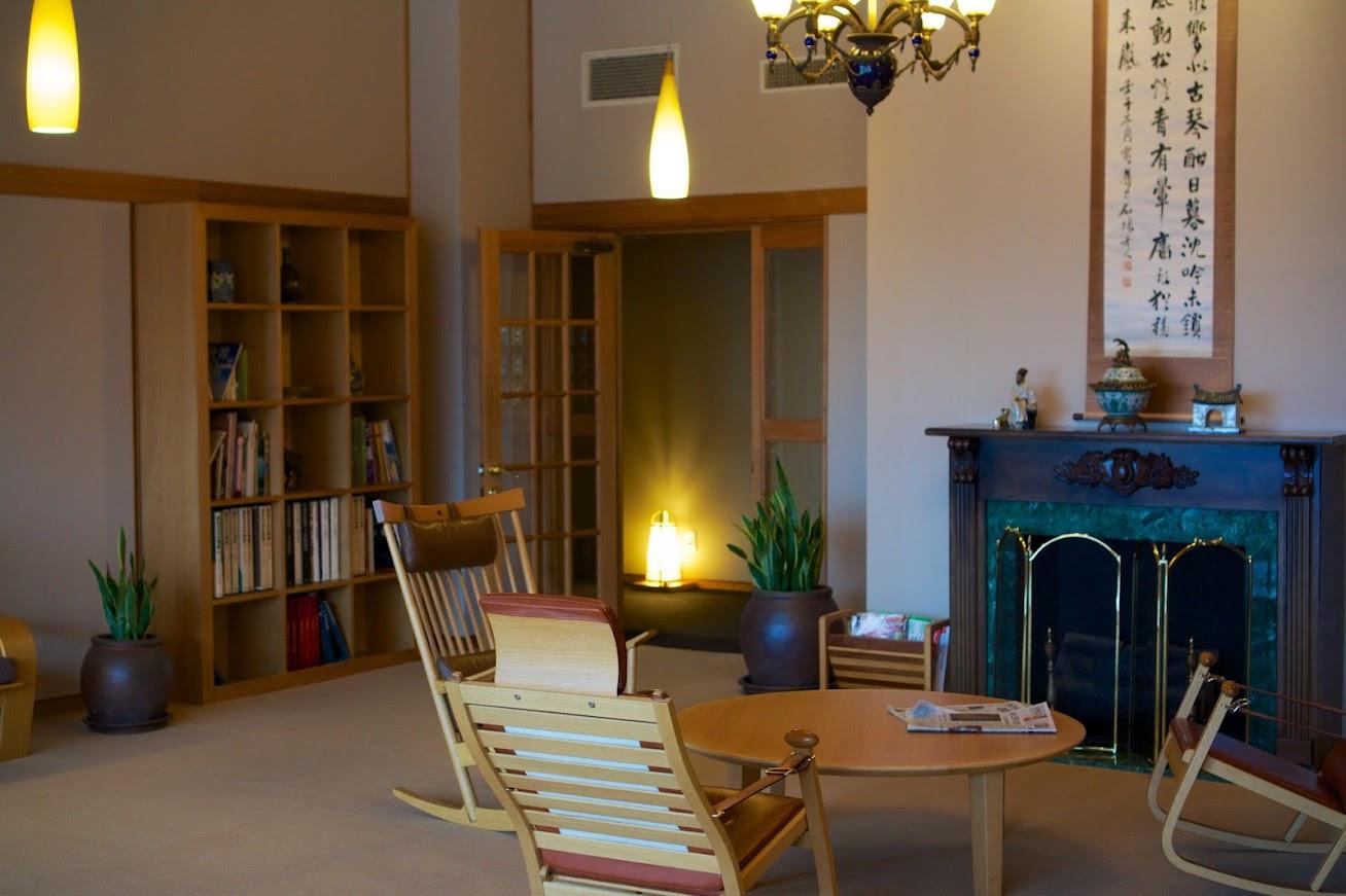 リビングチェアやテーブルは旭川家具メーカー「カンディハウス」(ソリロッカー&リキロッカー)