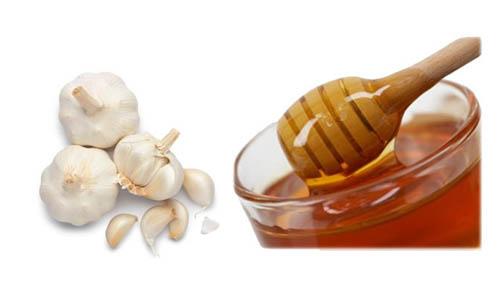 cách trị mụn từ tởi và mật ong