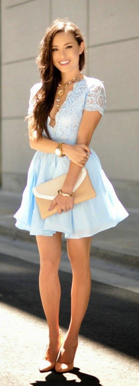 1-jolie-robe-de-soirée-courte-bleu-ciel-pour-les-filles-modernes-sac-a-main-beige.jpg