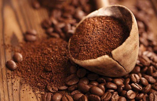 Cà phê nguyên chất thường có độ xốp nên có khuynh hướng nổi lên trên bề mặt nước