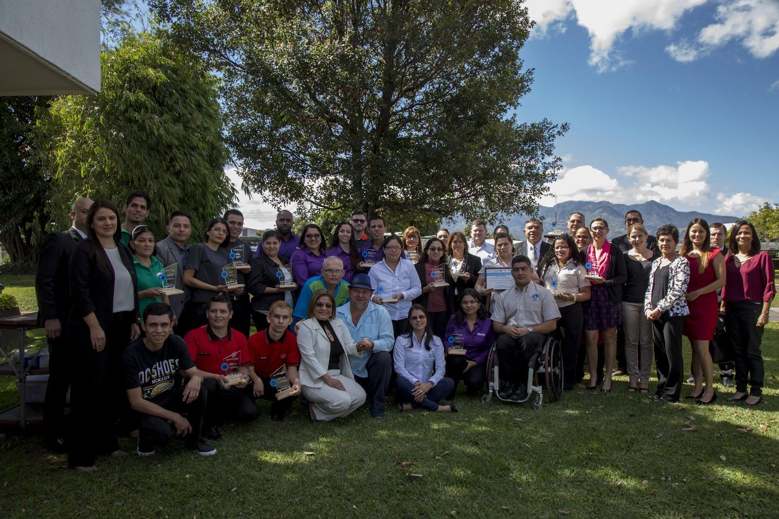 """Ganadores de las distintas categorías de la cuarta edición """"Costa Rica Incluye"""" (Foto: OCM)"""