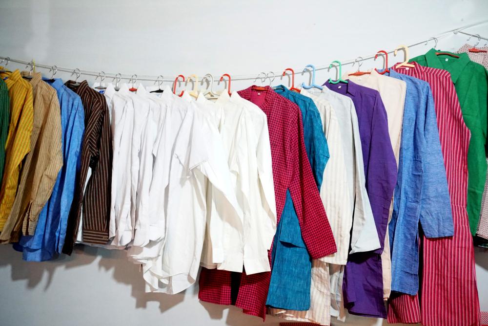 Bisnis dropship produk fast fashion merupakan inspirasi toko online yang bisa kamu kelola sepenuhnya dari rumah