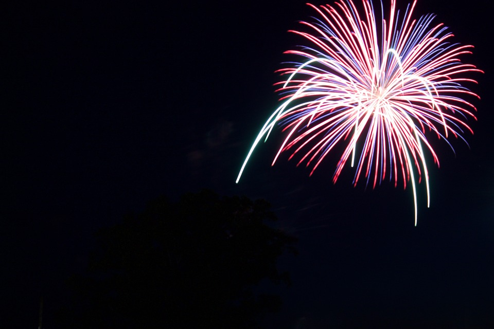 fireworks-812881_960_720.jpg