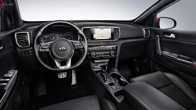 Khoang lái của xe được thiết kế mới lạ, khoa học