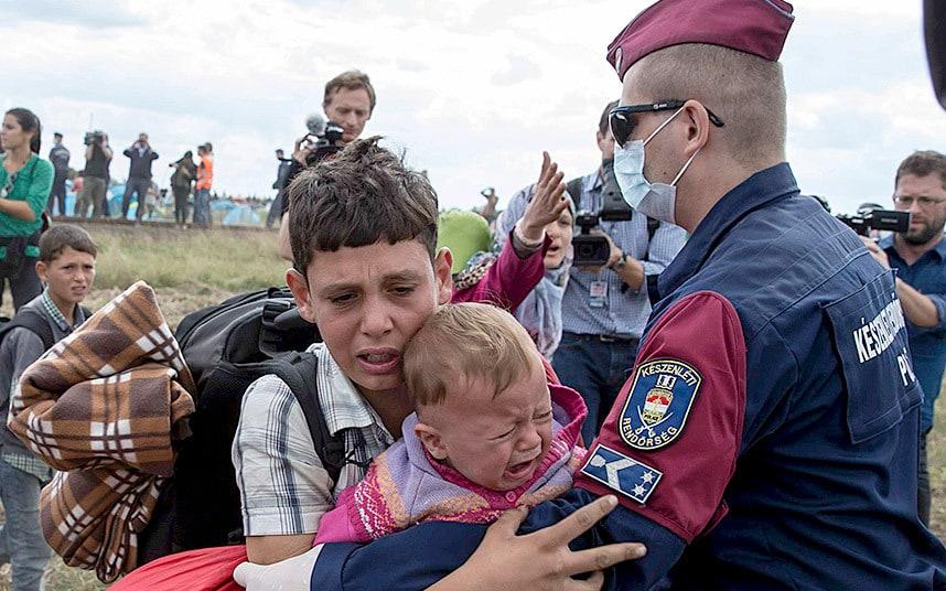 refugees-hungary-p_3432984k.jpg