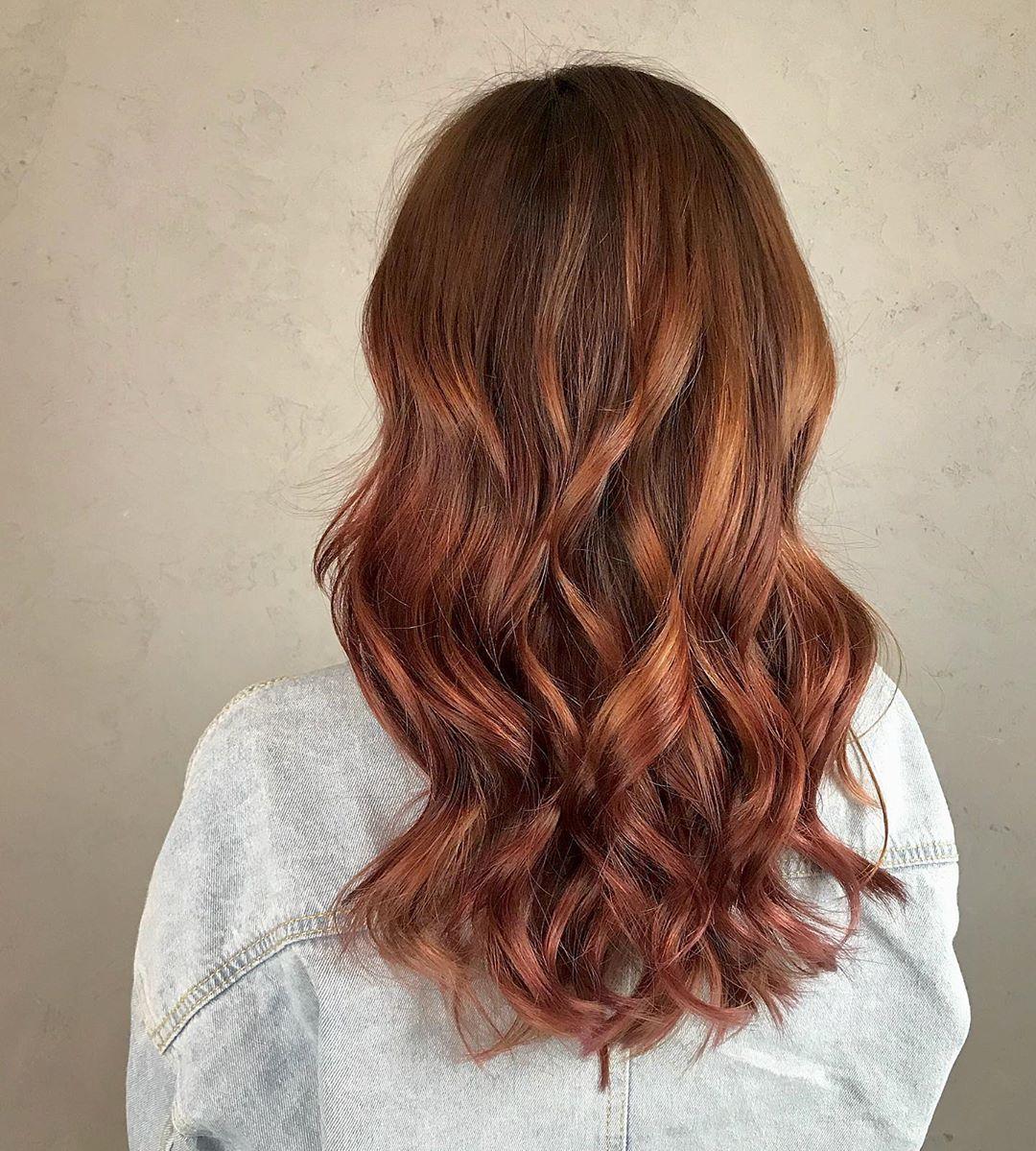 """Sự kết hợp """"nóng bỏng"""" giữa đỏ, vàng và cam đã tạo nên màu tóc Spicy Ginger đình đám như thế này đây!"""