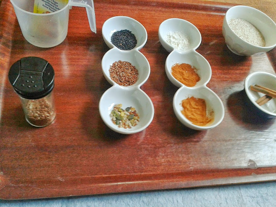 Welcome to Mommyhood: sensorial (sensory play) activities with spices and herbs and cooking supplies