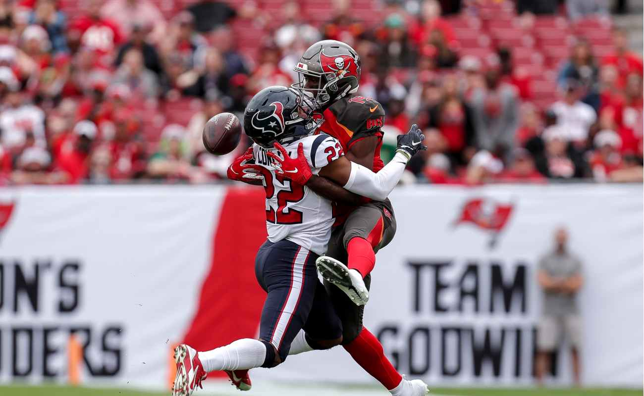 Gareon Conley blocks a pass and breaks up play meant for Breshad Perriman in a game between Houston Texans and Tampa Bay Buccaneers.