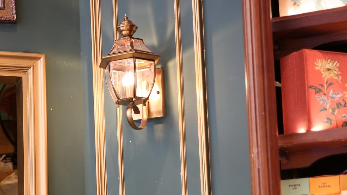 Lựa chọn đèn trang trí quán cafe đẹp thật ấn tượng