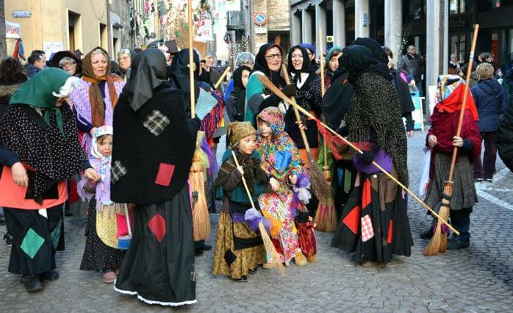 Disfraces de Befana en Italia