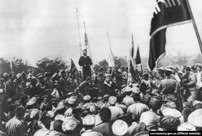 Промова матроса-українця, делегата Балтійського флоту на Історичному бульварі в Севастополі влітку 1917 року перед українізованими частинами морської піхоти «Спеціальної десантної дивізії»