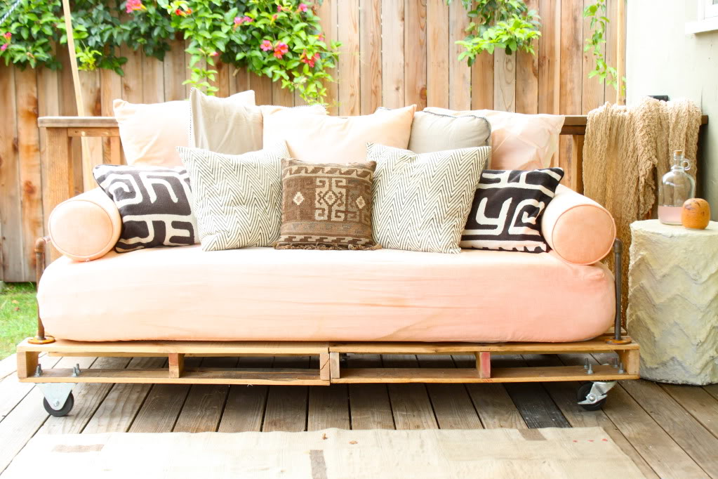 Make a Moveable Daybed from Pallets: These 12 DIY Outdoor Pallet Furniture Ideas will add some flare to your outdoor space and save you money.