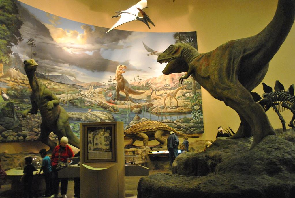 Old, Outdated Dinosaur Exhibit | This exhibit on Dinosaurs l… | Flickr