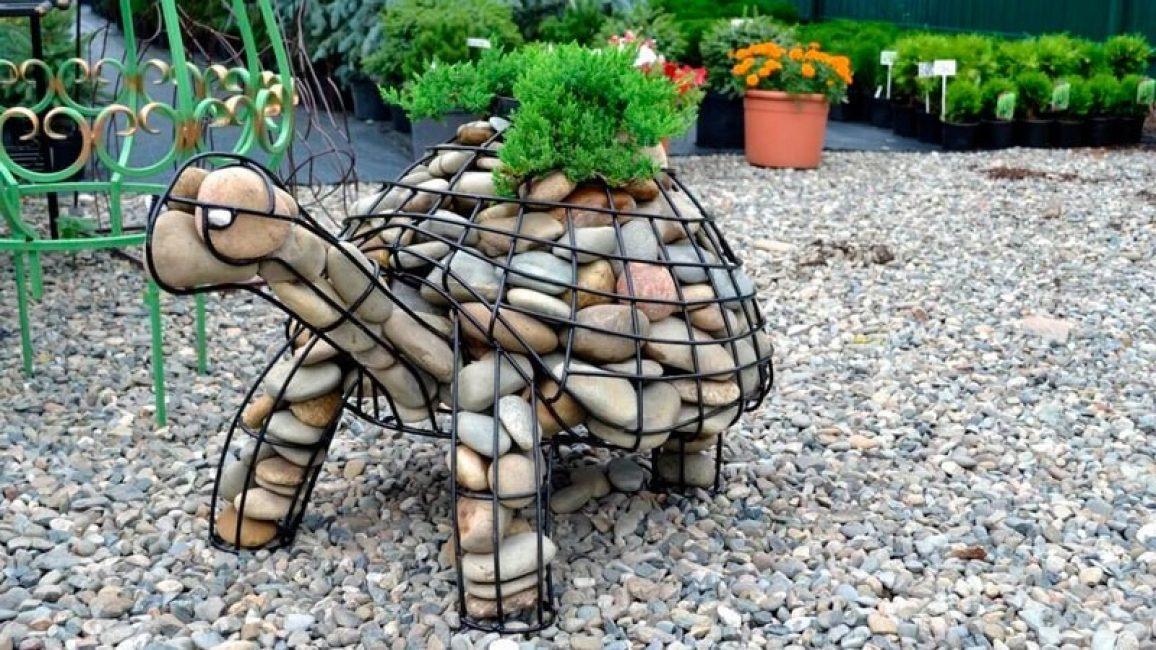 Садовая фигура - черепаха из проволоки