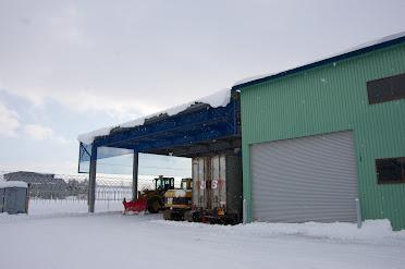大きな倉庫群のひとつ