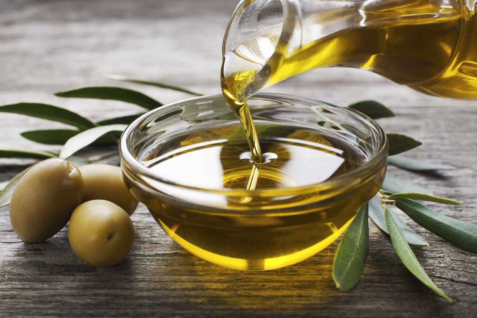 Gia đình nào cũng phải sử dụng dầu ăn để nấu nướng, vậy chọn dầu ăn như thế nào để tốt cho sức khỏe? - Ảnh 3.