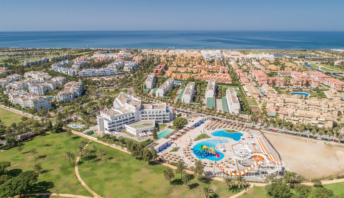 ¿No te parece una especie de oasis? Playa, piscinas, todo incluido ¡Menuda fantasía!