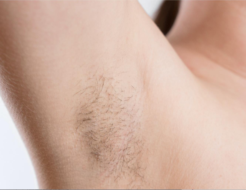 Afbeelding met tatoeage, persoon, binnen, sluiten  Automatisch gegenereerde beschrijving