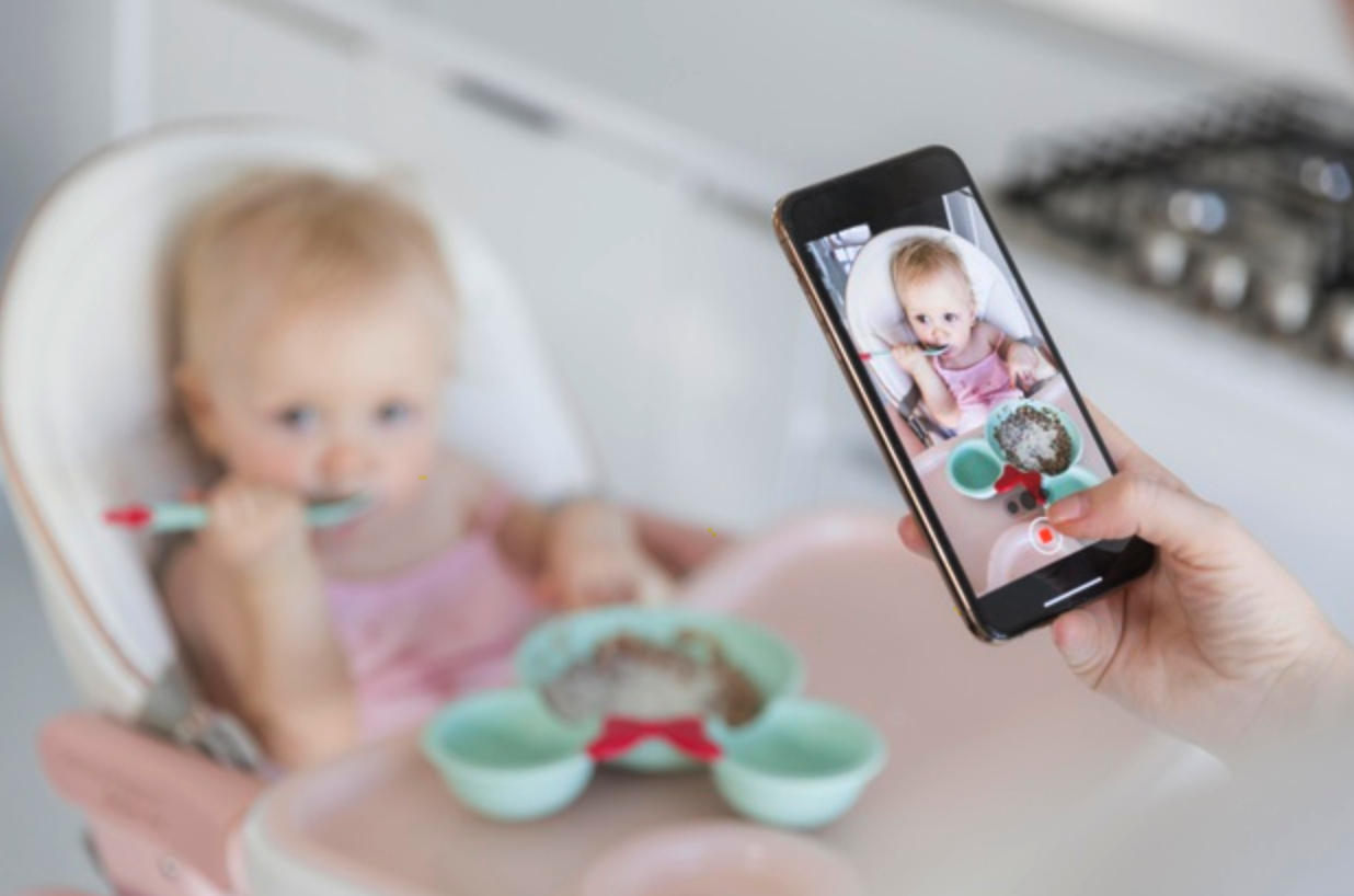 Photo Time While Baby Eats | Becoming an Influencer