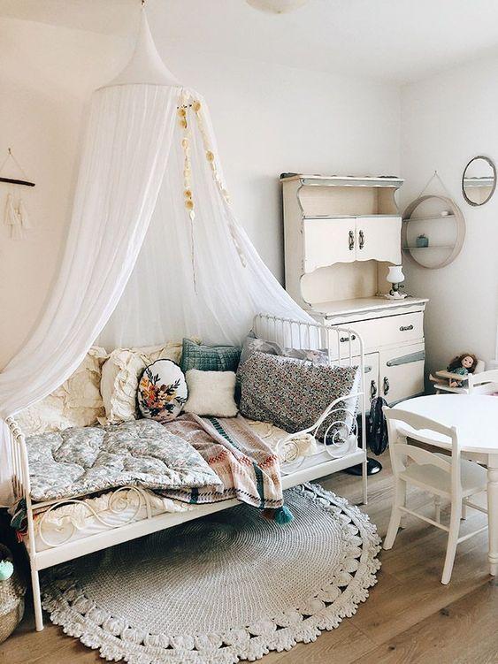 Partly Flooring Ideas for Little Girl Bedroom