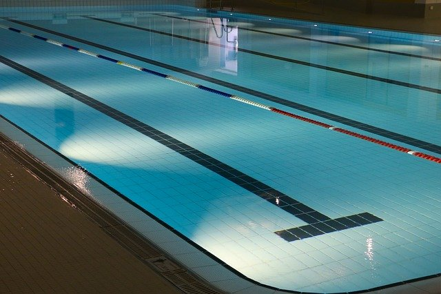 Pool with polypropylene rope markers.
