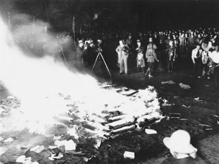 Περιγραφή: Καύση βιβλίων | The Holocaust Encyclopedia