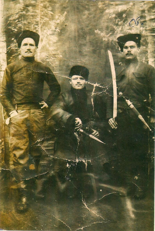 Чигиринські отамани. Праворуч - Свирид Коцур. 1919 рік