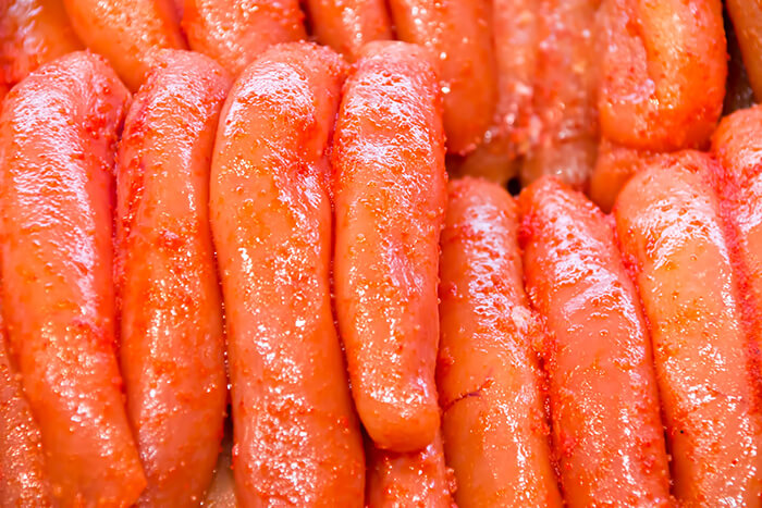 明太子有分甘口及辛口,主要是調味的方式不同,辛口顧名思義會加入辣椒粉等辛香料醃製,但辛辣度不高、反而有刺激味蕾增進食感的好處。