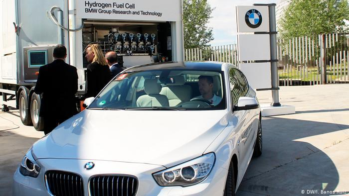BMW's mobile hydrogen filling station at WHEC 2016 - Zaragoza, Spain. June 13, 2016 © Irene Baños Ruiz/DW