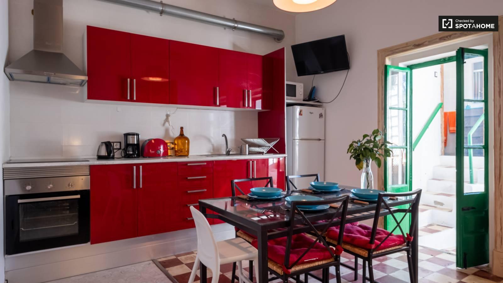 Moderna cocina en un apartamento de Lisboa, Portugal