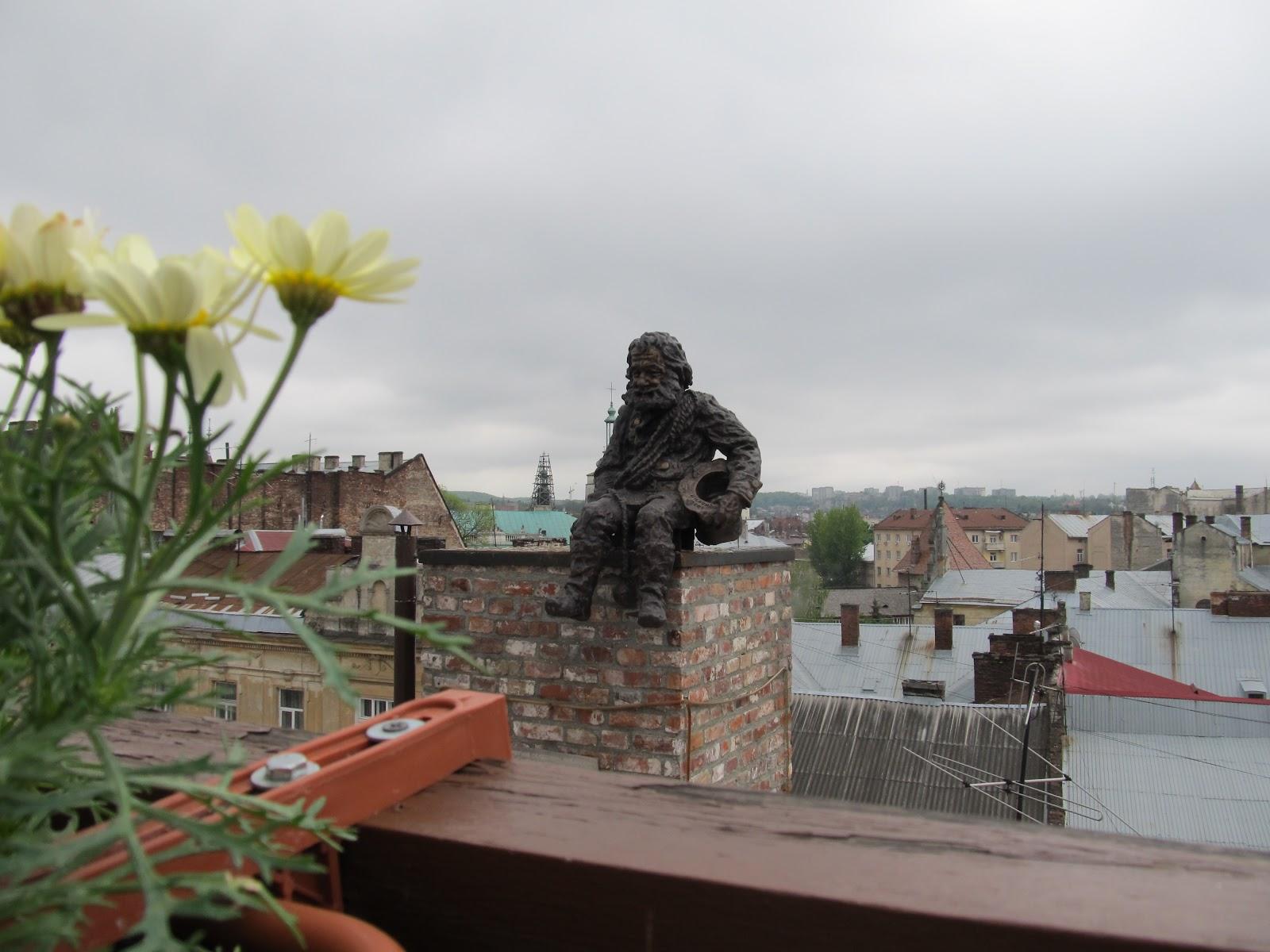 Сажотрус на даху кнайпи Дім Легенд