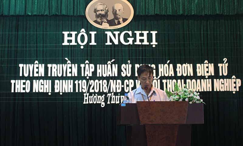 Ông Trần Đức Tân - Phó Chi cục Trưởng Chi cục Thuế thị xã Hương Thủy đang phát biểu khai mạc Hội nghị