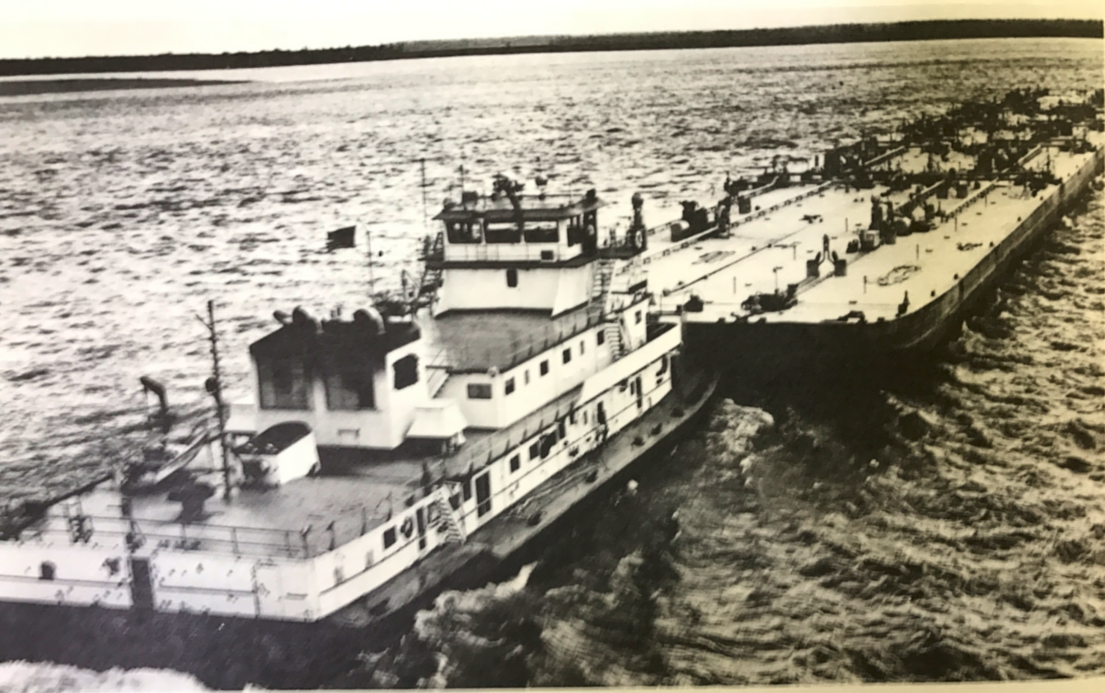 Hannibal Tug with Barge2.png