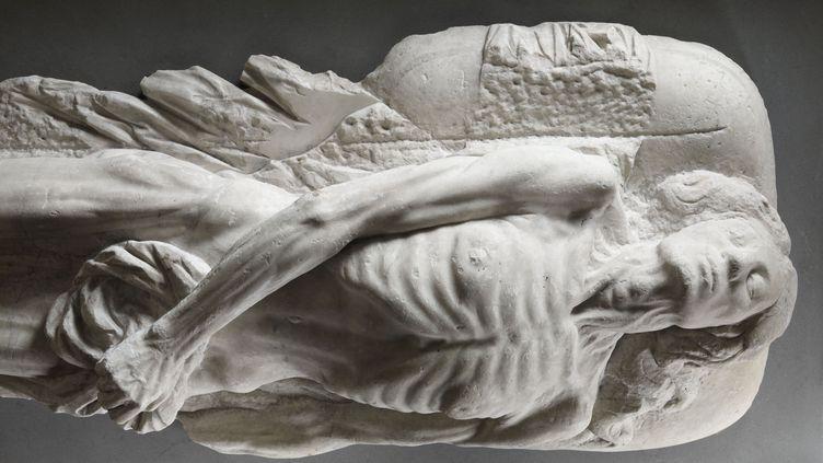 Une image contenant sculpture  Description générée automatiquement