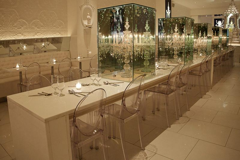 Кресла-призраки Филиппа Старка в ресторане