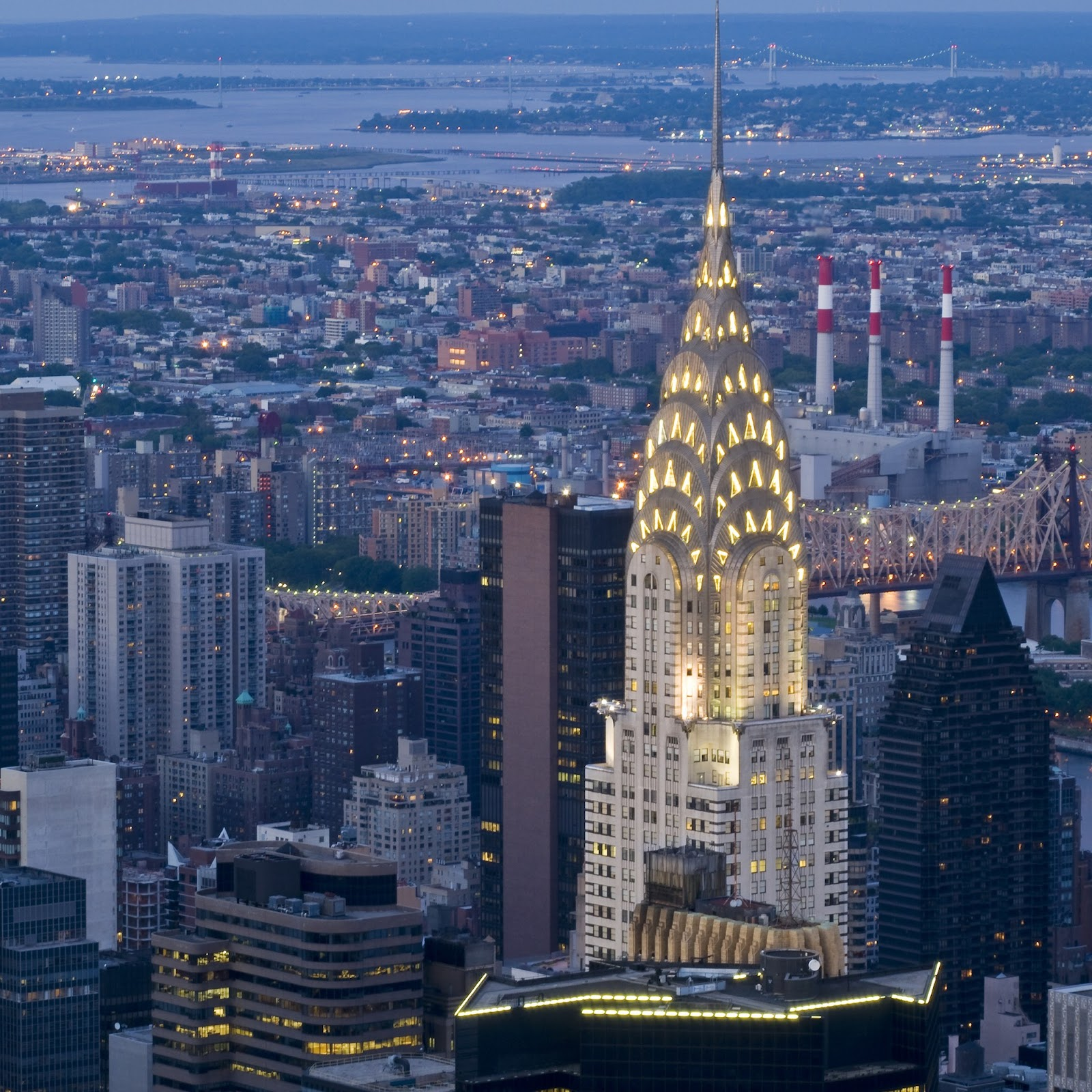 Chrysler Building, gedung pencakar langit bergaya art deco karya William Van Alen - source: architecturaldigest.com