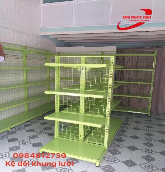 Kệ đôi khung lưới 4 mâm thích hợp với cửa hàng mua sắm vừa và nhỏ