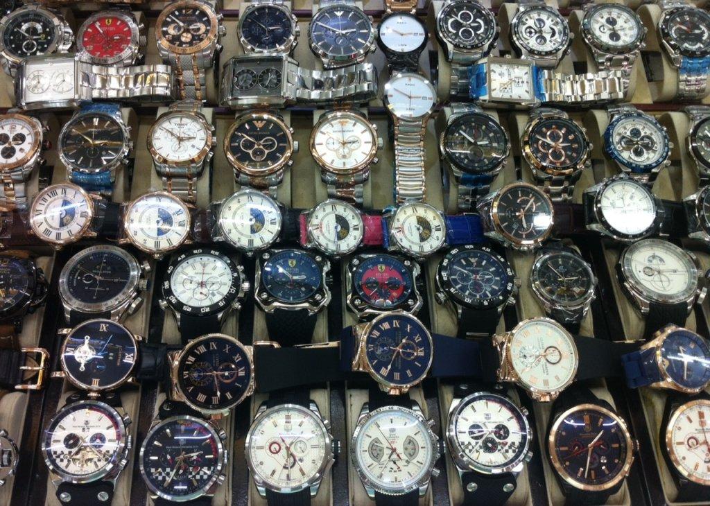 Часы на часовом рынке Гуанчжоу