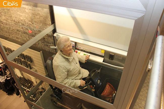 Người già sẽ di chuyển nhanh chóng, dễ dàng hơn với thang máy
