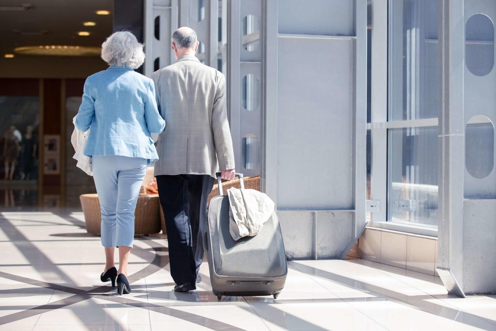 帶父母去旅行謹記買齊家庭旅遊保險
