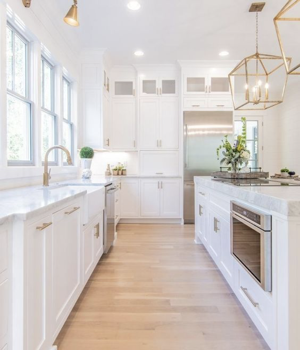 Desain Dapur Minimalis Serba Putih – source: pinterest.com